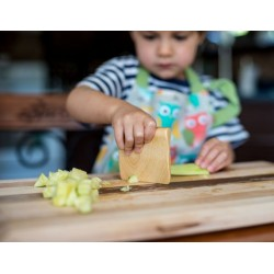 Vegetable & Fruit Cutter for Kids - Atelier Saint-Cerf - Cut celery completely safely