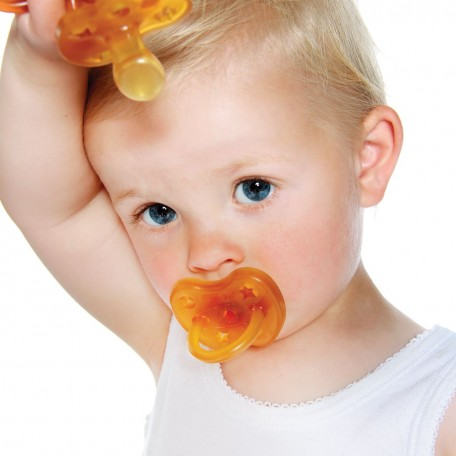 Natural Rubber Round Pacifier - HEVEA - A butterfly design that leaves room for the nose and chin